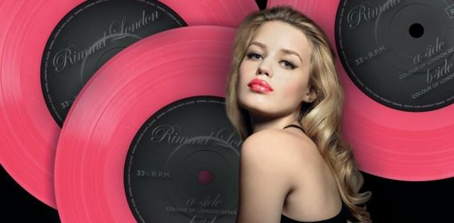 Vinyl_Lipgloss_Modelshot